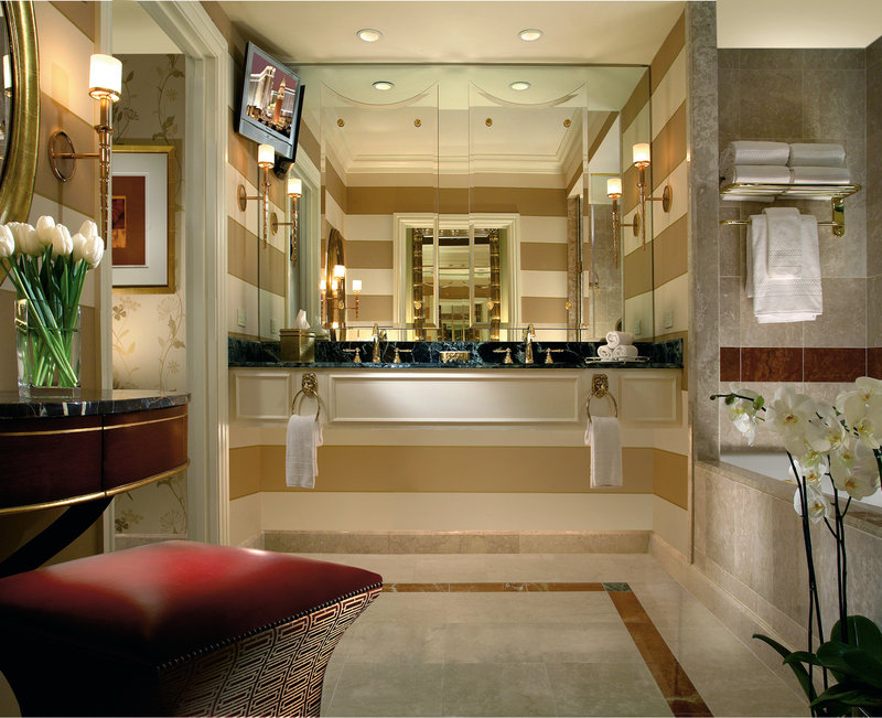 Luxurious guest bathrooms