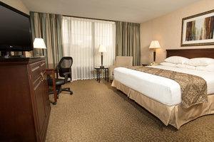 Room - Drury Inn & Suites East Louisville
