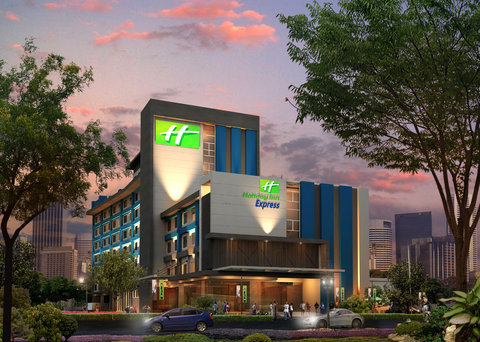 Hotel Exterior at night of Holiday Inn Express Jak