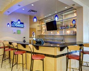 Bar - Comfort Inn & Suites Downtown Little Rock