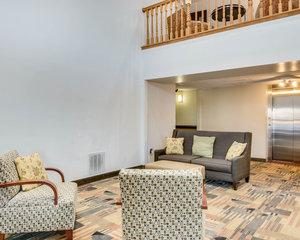 Lobby - Quality Inn Fairmont