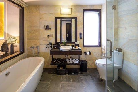 Deluxe Bathroom at Kastens Hotel Luisenhof