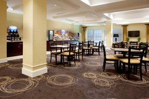 Restaurant - Holiday Inn Express Pembroke