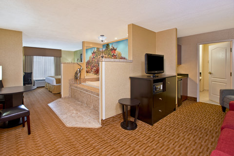Romance Suite with Rectangular Jetted Tub.