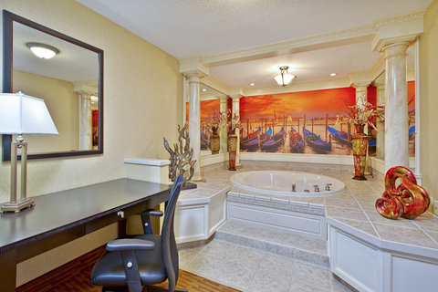 Themes Spa Suite. Jetted Tub Area. Venetian