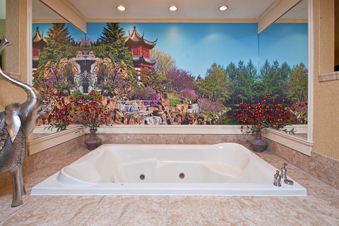 Themed Spa Suite. Rectangular jetted tub. South Pa
