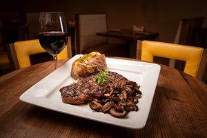 Restaurant - Holiday Inn Dubuque