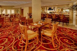 Bar - DoubleTree by Hilton Hotel Little Rock
