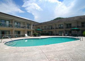 Pool - Quality Inn Cherokee