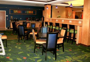 Restaurant - Fairfield Inn & Suites by Marriott Fairmont
