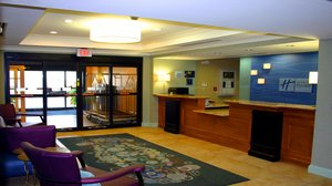 Lobby - Holiday Inn Express Hotel & Suites Bluffton