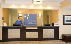 Lobby - Holiday Inn Express Hotel & Suites Cherokee