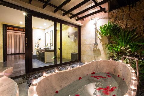 Deluxe Room Ground Floor Bathroom at Amiana Resort