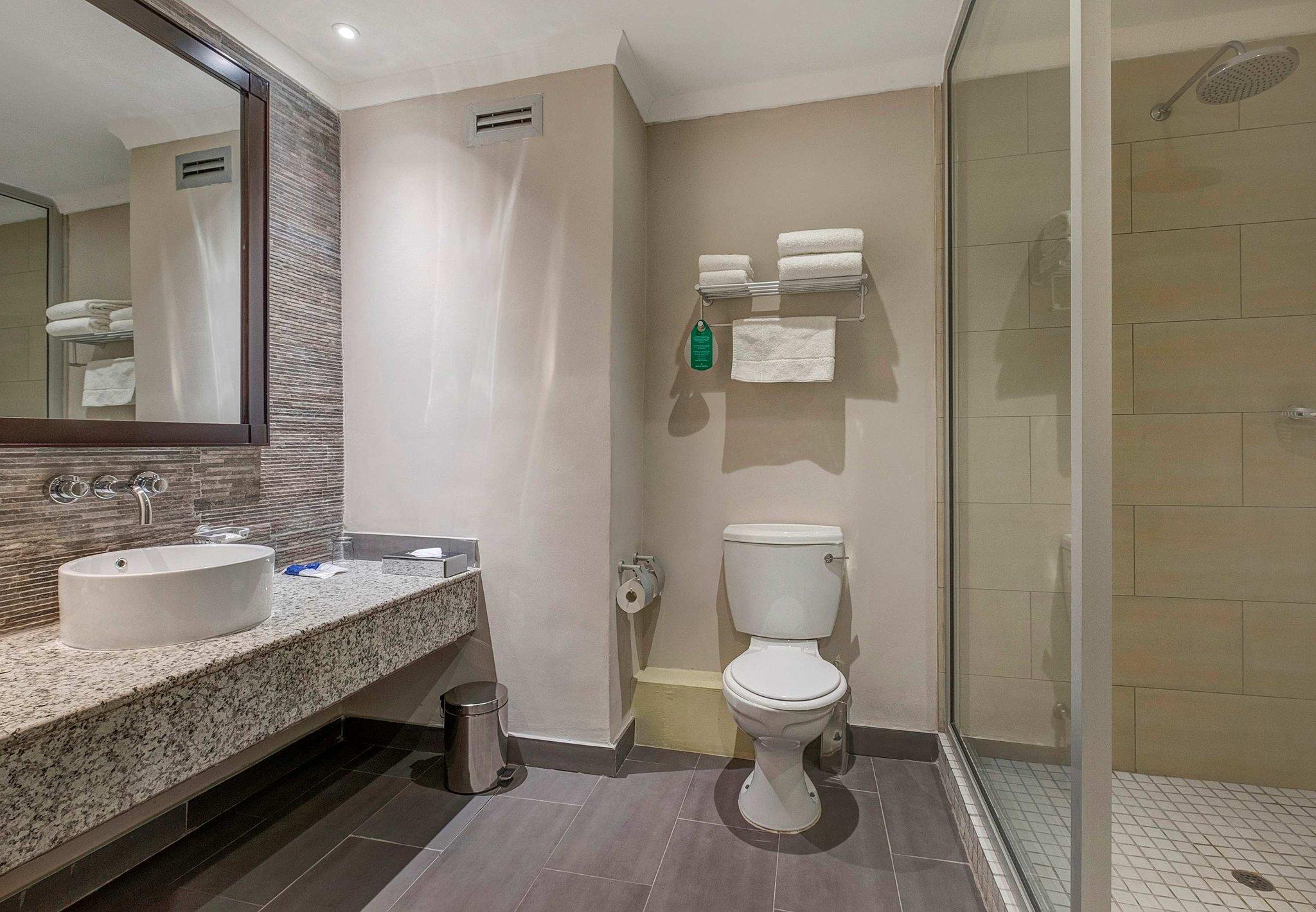 Deluxe Guest - Bathroom