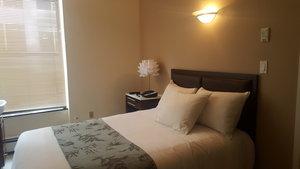 Room - Americana Inn New York