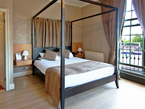 Four Poster Deluxe Room