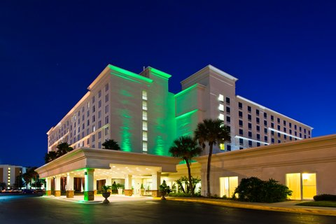 Holiday Inn & Suites Across from Universal Orlando™